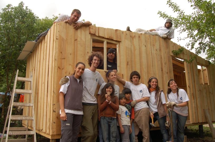 Un techo para mi pa s construye una casa en san justo for Granitos nacionales argentinos
